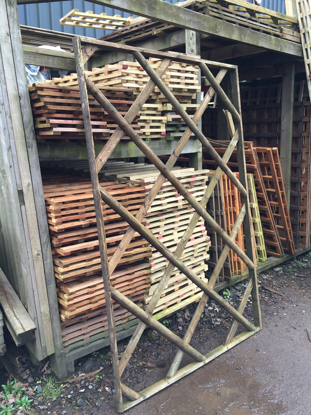 6x4 clearance trellis x2 - Sold as seen
