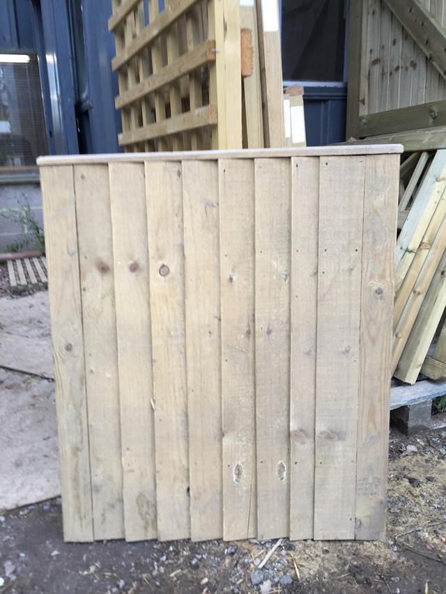Gate 5 - 920 790 Closeboard Capped Gate 25pounds